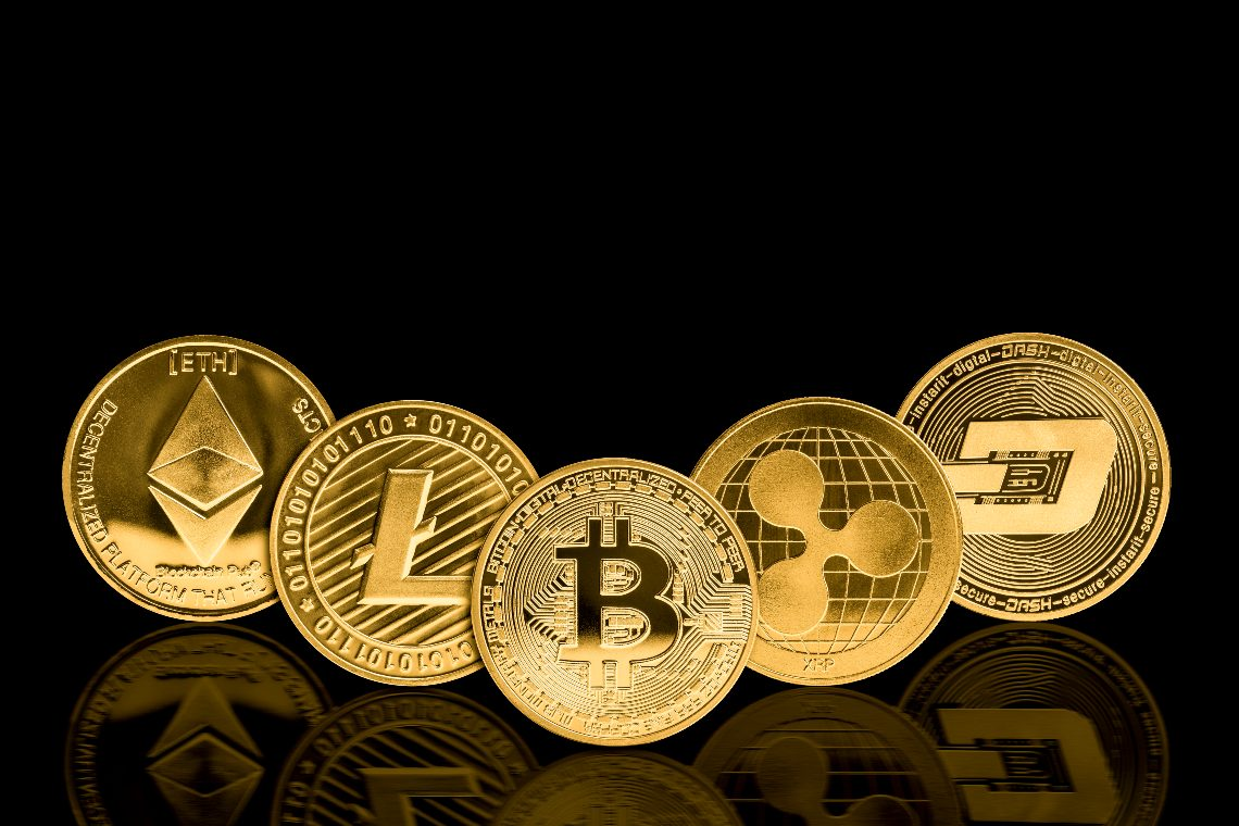 You are currently viewing Altcoins Bull Rages, But Why Smart Investors Holding Onto Mainstream Crypto Like Bitcoin?