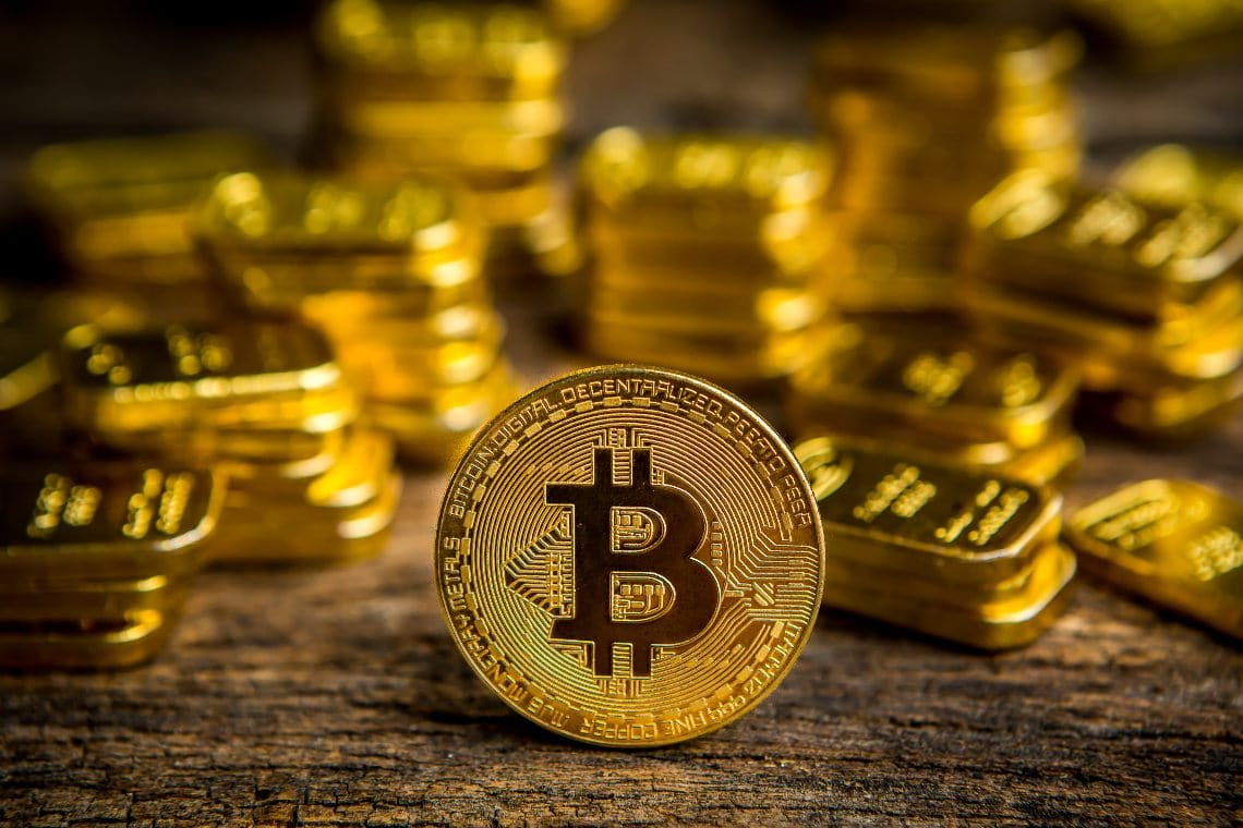 You are currently viewing Bitcoin: are capital flows shifting towards gold?