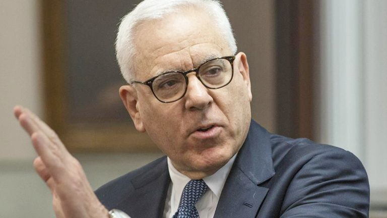 You are currently viewing Billionaire David Rubenstein Says 'Unrealistic' to Think Government Will Stop Cryptocurrency From Being What Investors Want