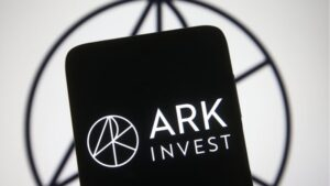 Read more about the article Cathie Wood Bought the Dip: Ark Invest Purchases One Million GBTC Shares