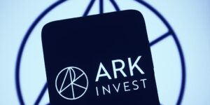 Read more about the article ARK Invest Targets Canadian Bitcoin ETF Investment
