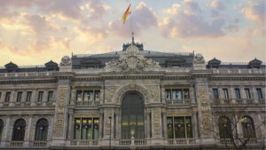 Read more about the article Bank of Spain Criticizes El Salvador's Foray Into Bitcoin